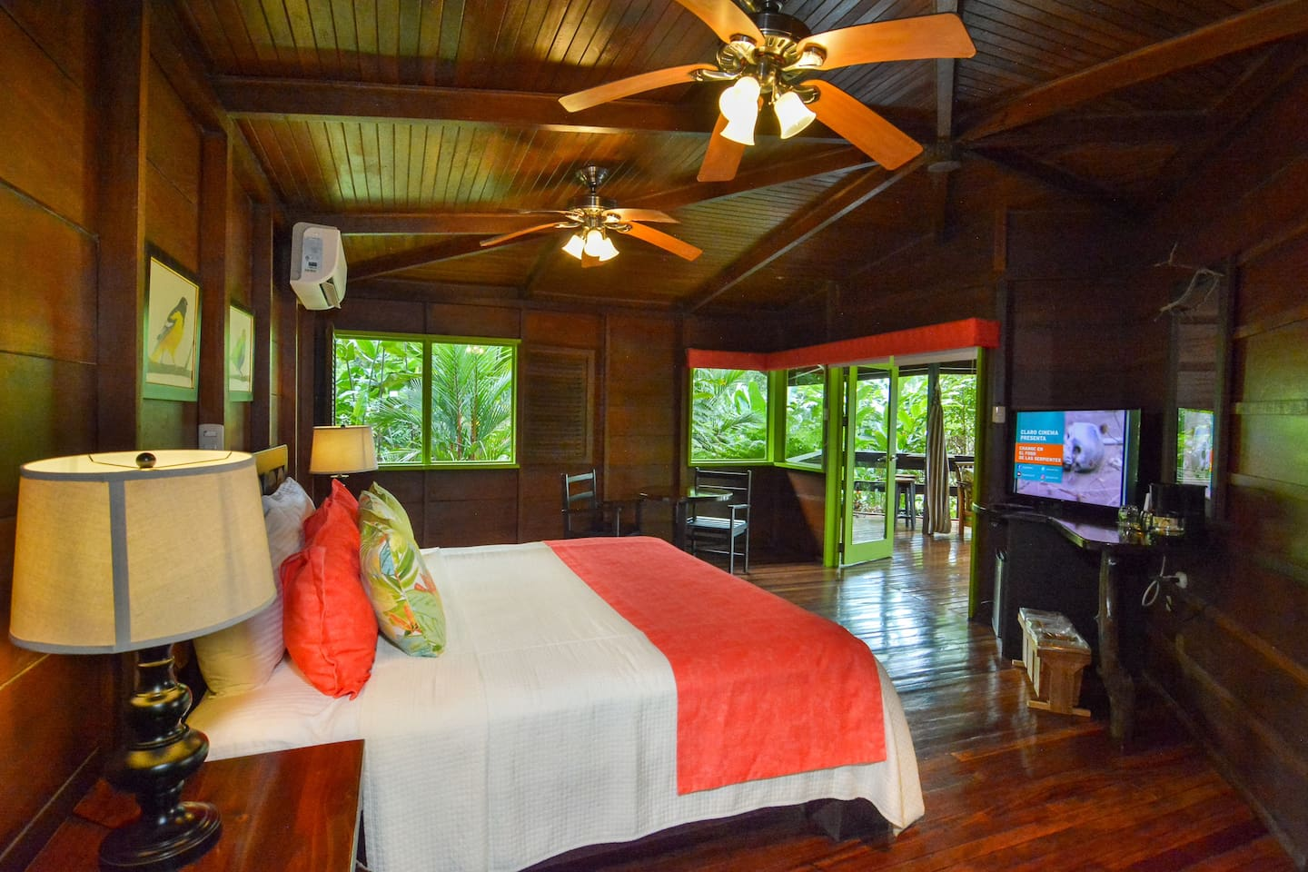 Rainforest Bungalow 1 king bed