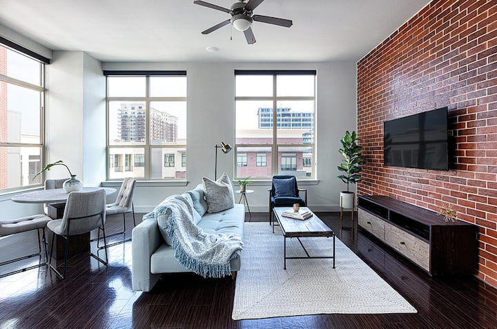Locale | Houston Uptown | Spacious 2BR