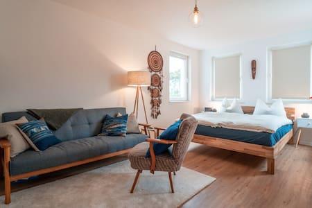 Helle moderne Wohnung 10 Min vom Strand