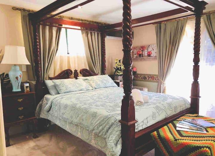 Relaxing cosy  room in quiet Middle Ridge Twb4350