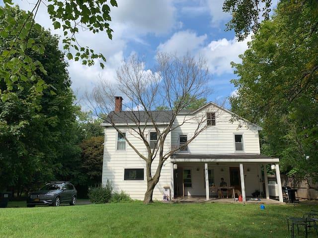 Catskills Farmhouse in West Saugerties Woodstock