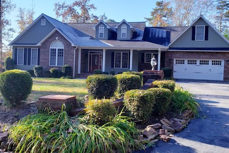 Tryon -Mins to TIEC-Ideal Location for Equestrians