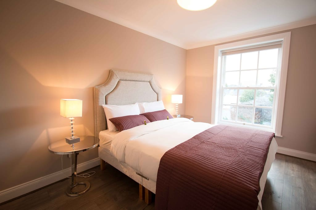 Bedroom with complimentary Butlers Irish chocolates