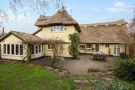 Fairytale Thatched Cottage -WHOLE HOUSE - Girton - Altres