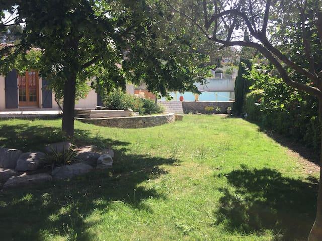 Villa de 160 m² avec piscine, proche Pont du Gard