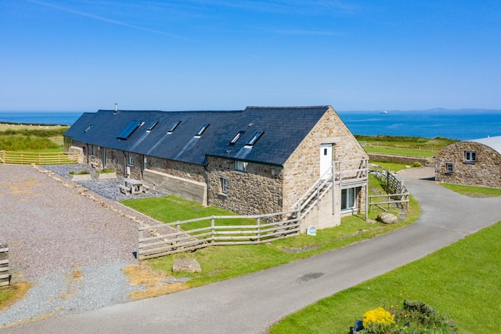 The East Hook Barn, Clifftop Cottage in West Wales