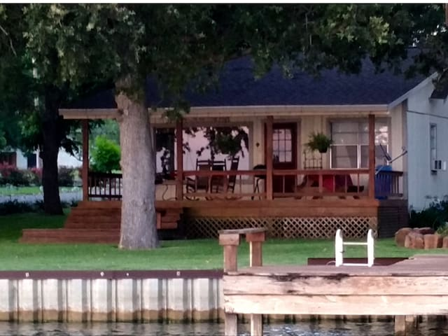Cozy Cottage on Lake Livingston