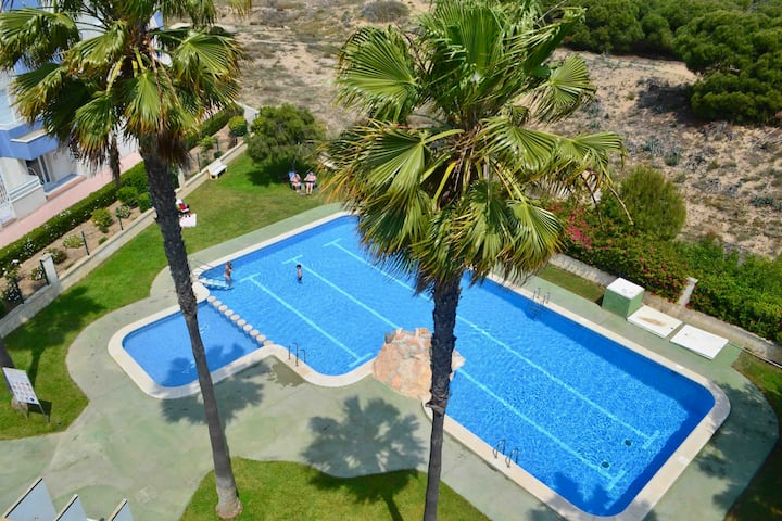 Amazing apartment 100m from beach+ 3pool 2bdrm!