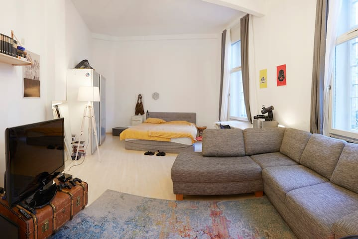 76m2 Apartment in a nice old building & central