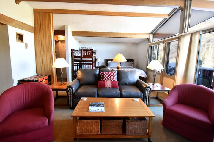 ★  Ski-In/Ski-Out ★  Lichenhearth Condominiums ★