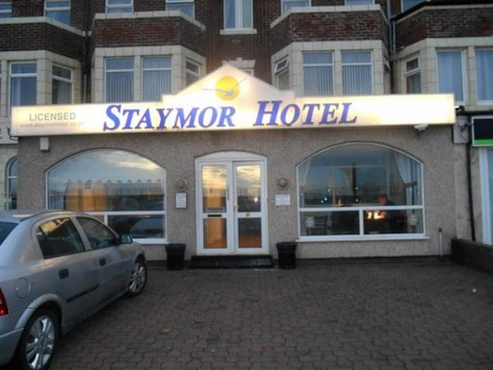 Single Room en-suite at Staymor Hotel