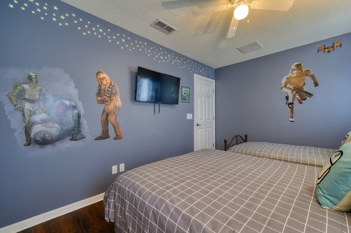 Star Wars bedroom with one full bed and one single bed