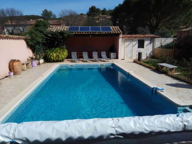 Havre de paix dans petit bourg villa avec piscine