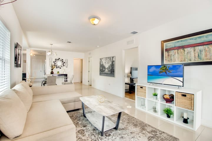 Modern 3 BR 2 Bath Home by Wynwood, South Beach!
