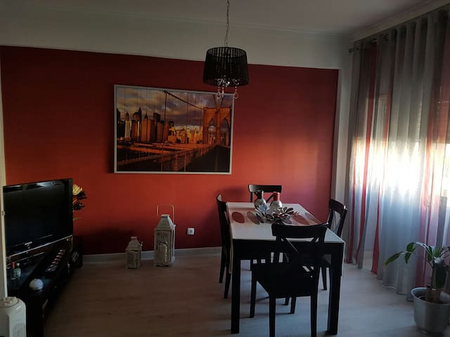 Good apartment with a good location - Almada - Apartment