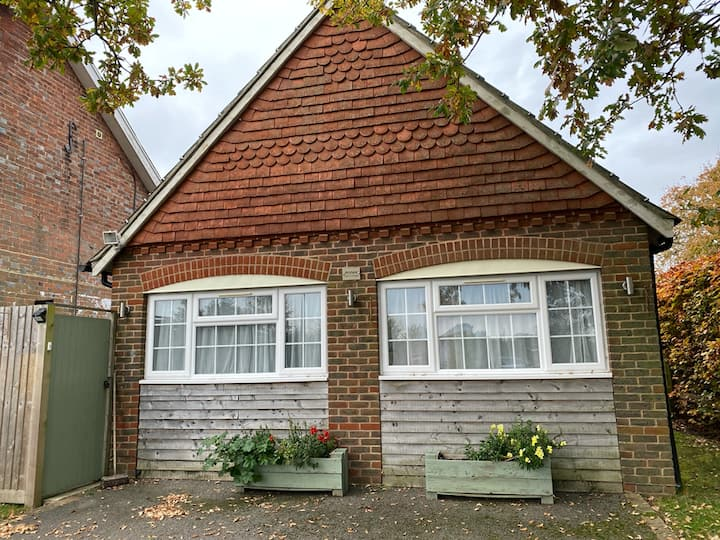 Detached annexe close to the South Downs