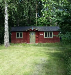 Cute swedish cottage close to nature and lake - Strängnäs Ö