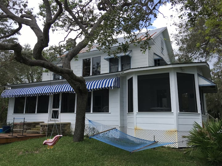 """Authentic """"Old Florida"""" on Crooked Lake!"""