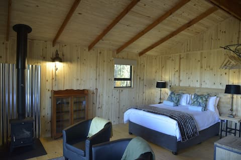 Natures Loft:Fern Loft Off grid wooden cabin
