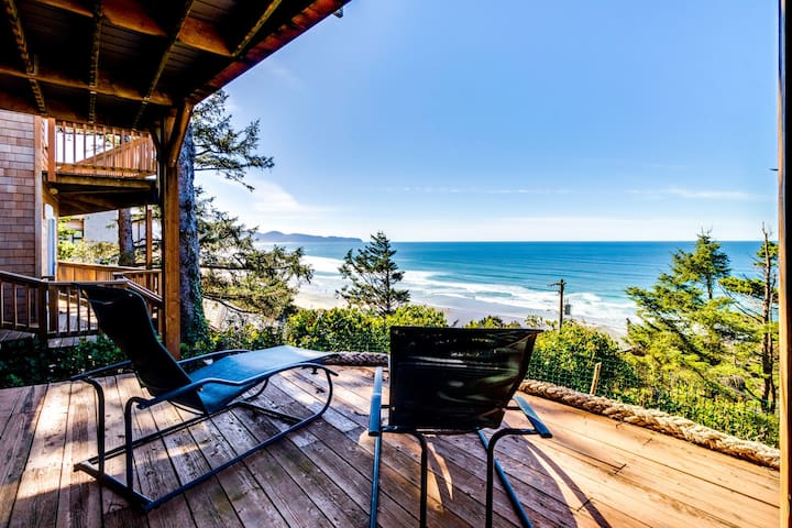 Cozy house w/ sweeping ocean views and convenient, nearby beach access!