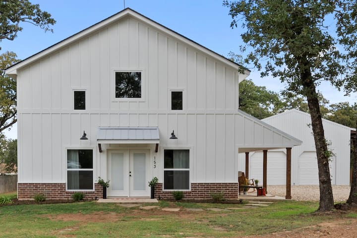 """AMAZING GRACE"" barndominium near Waco, Baylor!"