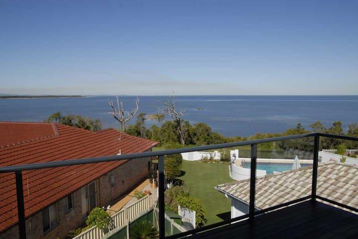 Bribie & Moreton Bay Panorama: Room 1 - Upstairs - Sandstone Point - Casa