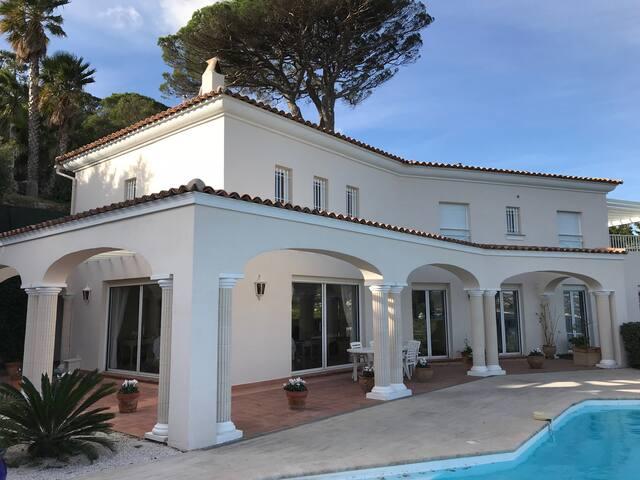 Belle villa avec piscine et très belle vue mer