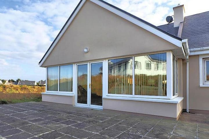 4 star holiday home in Ballinskelligs