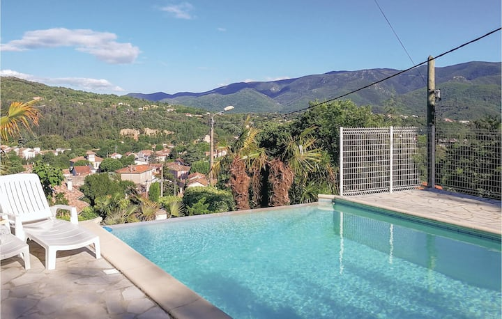 Beautiful home in Lamalou les Bains with Outdoor swimming pool, Outdoor swimming pool and 3 Bedrooms