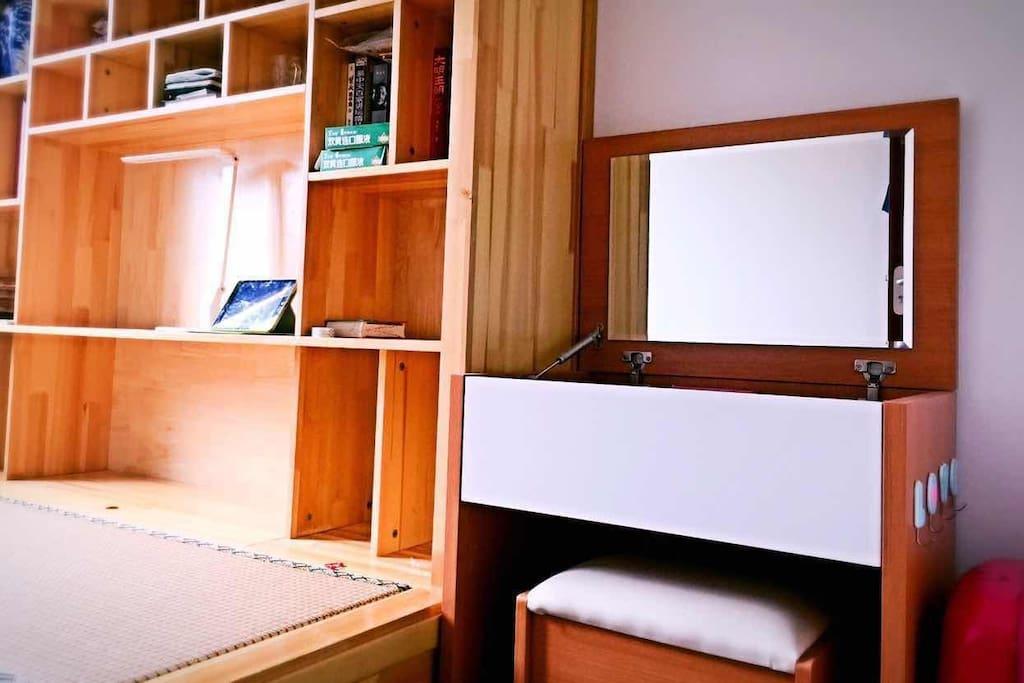 床+书柜+梳妆台