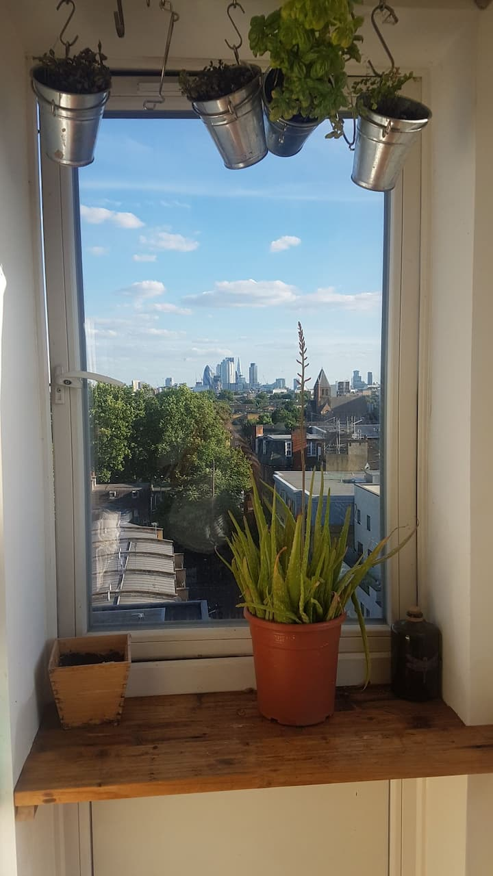 Top floor panoramic views in the heart of Dalston