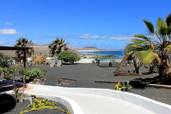 Famara Bungalows Apartment with stunning views