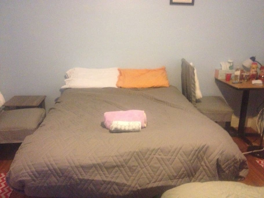 The full bed and towels