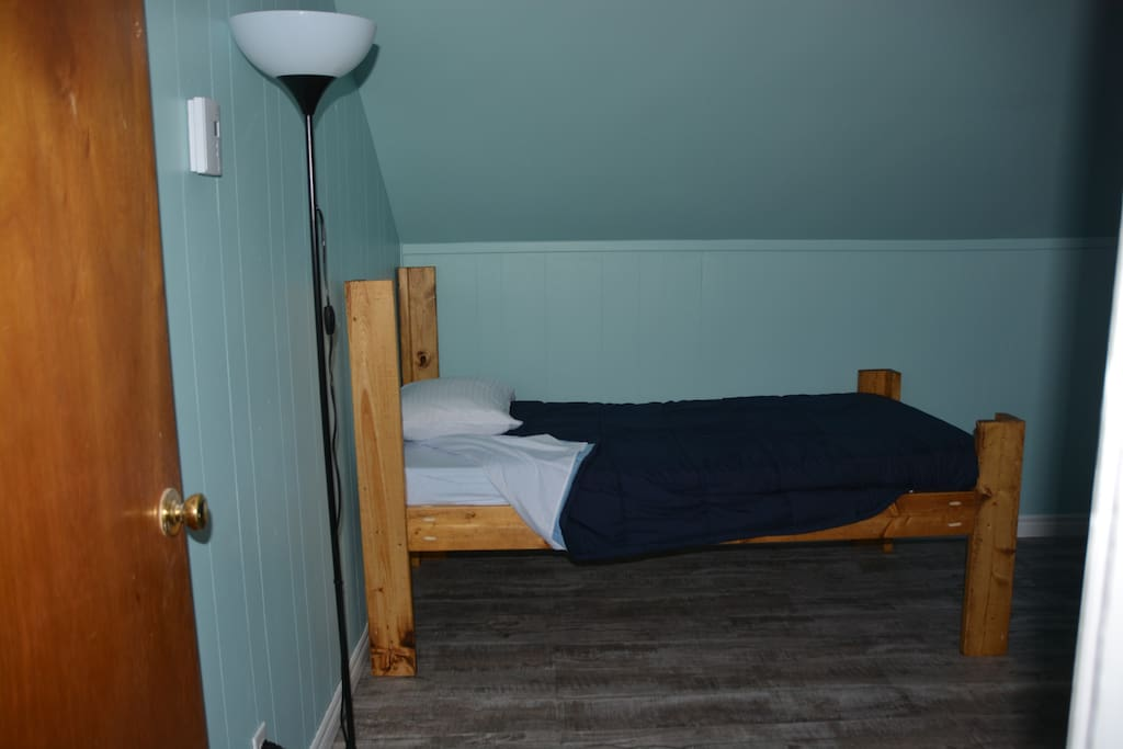 Bluebird Room - Single bed in the room with Single/Double Bunk - Sleeps 4 - Book by bed or room