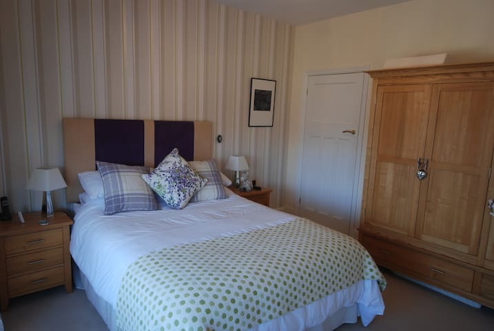 Luxury ensuite room in renovated period home - Eastbourne - Talo