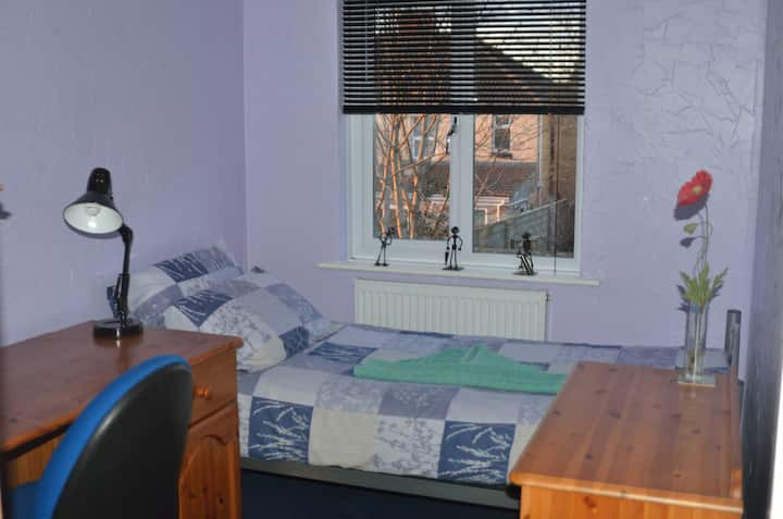 Cosy single room with breakfast