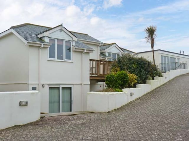 BEACHCOMBERS, family friendly, with pool in Porth, Ref 903500