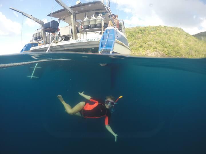 Snorkeling sous le catamaran
