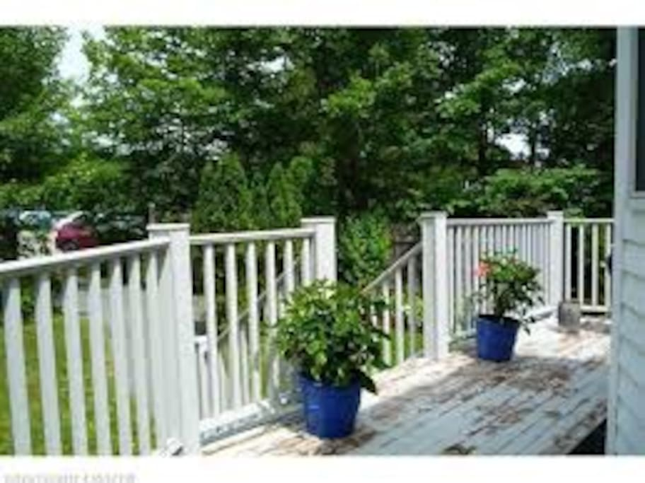Wrap around deck perfect for summer bbq's