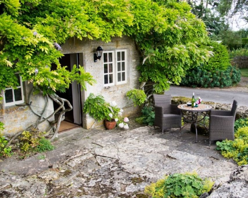 Stable Cottage and outside seating