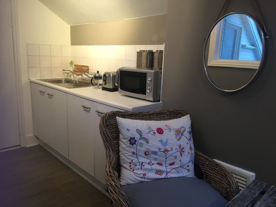 Sitting Area and Kitchenette