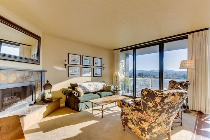 Ocean view, dog-friendly condo close to the beach, Prom & downtown!