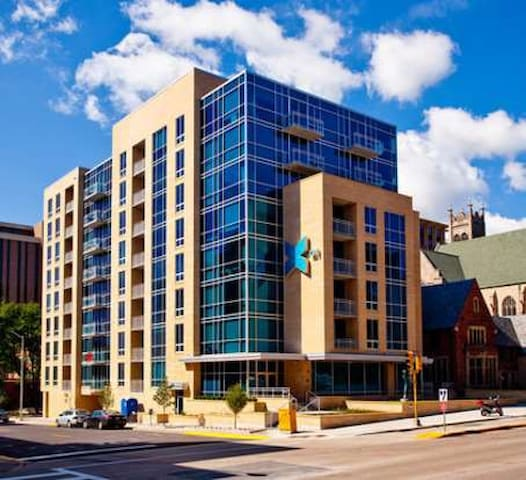 in the heart of uw-madison campus - Madison - Apartamento