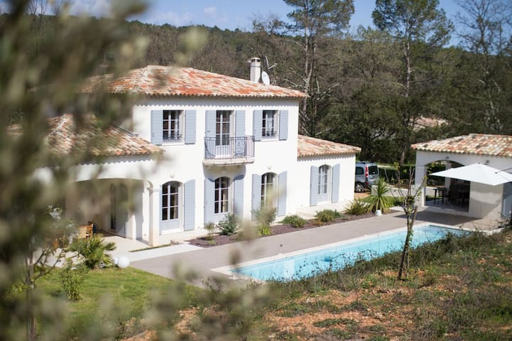 Recent farmhouse in the heart of the Var - Lorgues - House
