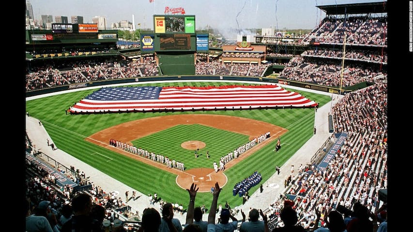Atlanta Braves Baseball Stadium 10mins away (Train Accessible)