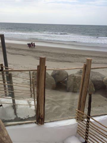 "Mancora beach front studio ""Artists Beach House"""