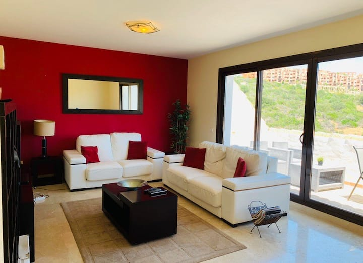 Bright Penthouse in Duquesa Village