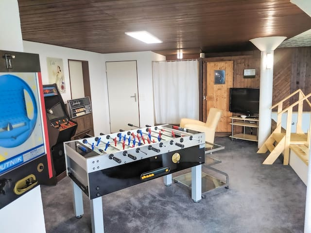 fussball tabel ... sometimes other airbnb or i will of corse also play with you if you want :-)