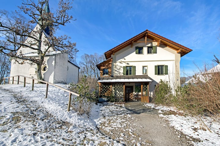 """Elegant Apartment """"Jägerstüberl"""" with Wi-Fi and Large Garden; Parking Available"""