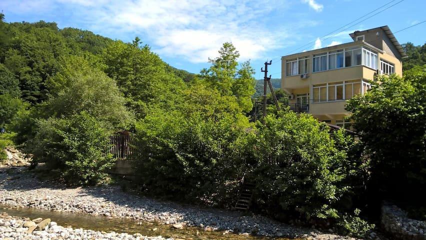 Гостевой дом в Мамедовом ущелье